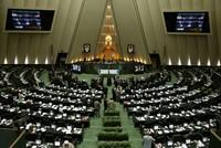 Laut den iranischen Staatsmedien starteten bewaffnete Männer am Mittwochmorgen zwei Angriffe in der iranischen Hauptstadt und töteten dabei mindestens 12 Personen im Parlament, mehrere wurden...