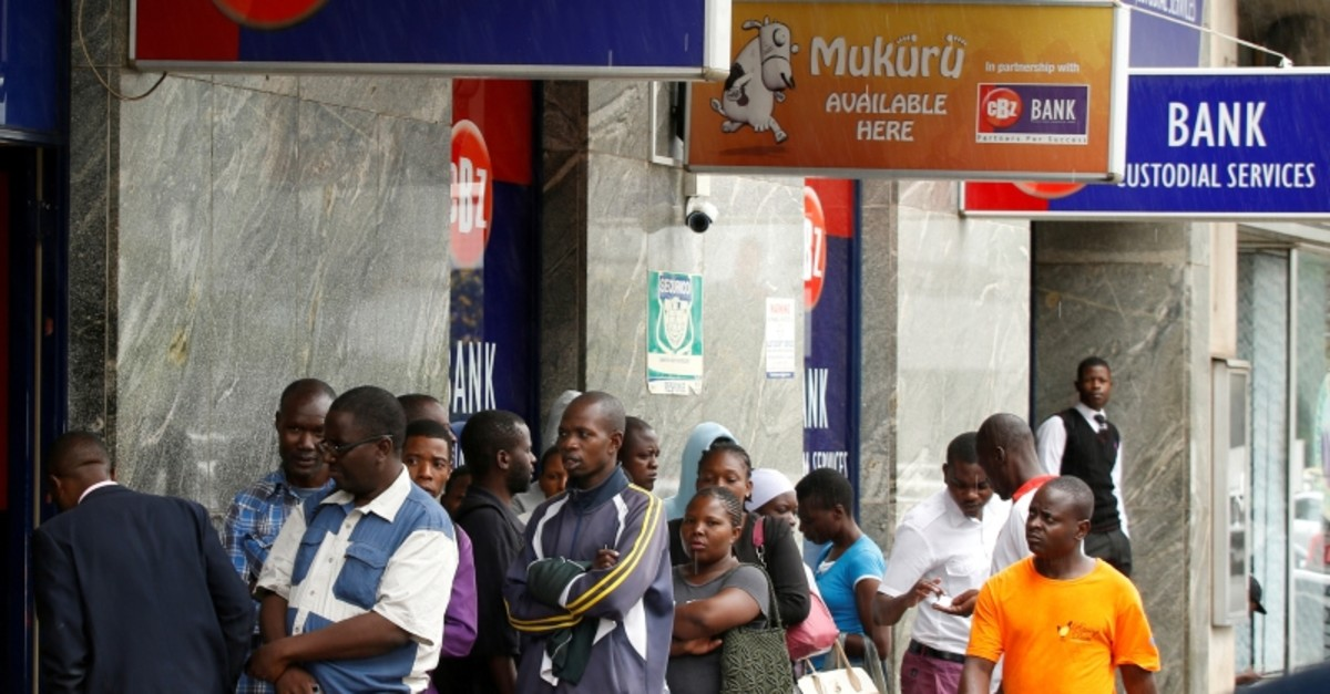 Zimbabweans queue outside a bank in Harare, Zimbabwe, February 26, 2019 (Reuters Photo)