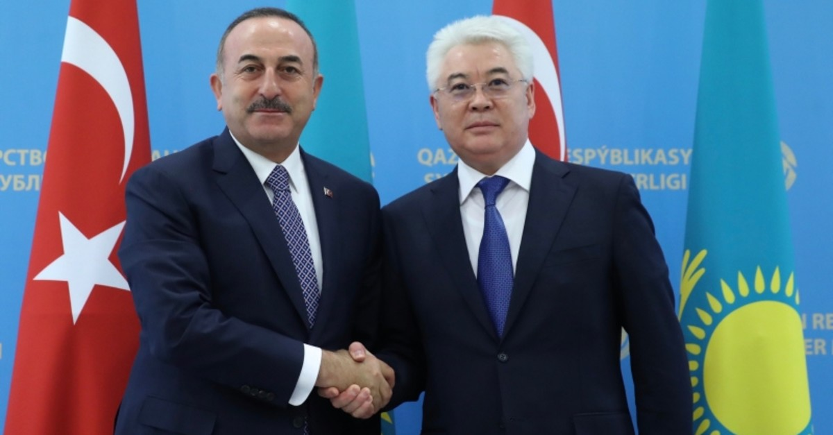 Turkish Foreign Minister Mevlu00fct u00c7avuu015fou011flu (L) and his Kazakh counterpart Beibut Atamkulov pose for a photo in Nursultan, Kazakhstan, May 24, 2019. (AA Photo)
