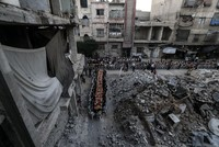 Syrian neighborhood comes together for iftar meal amid ruins