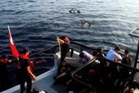 من عمليات خفر السواحل التركي في إنقاذ اللاجئين في البحر