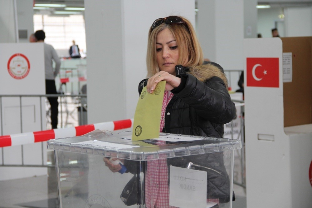 An expat voter casts her vote in the Netherlands, where expat voters flocked to the ballot boxes in Turkish consulates in Amsterdam, Lahey and Deventer.