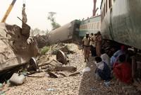 40 قتيلاً على الأقل في حادث قطار في باكستان