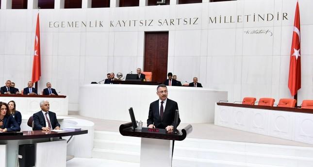 نائب الرئيس التركي فؤاد أوكطاي يؤدي اليمين الدستورية أمام البرلمان