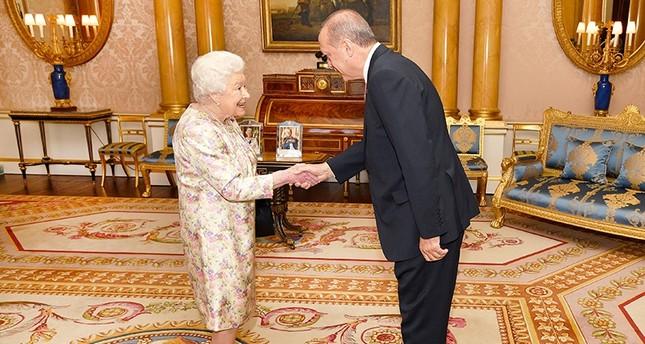 Erdoğan welcomed by Queen Elizabeth II to Buckingham Palace