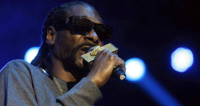A file picture dated 11 March 2016 shows US rapper Snoop Dogg performing during his concert in Medellin, Colombia. (EPA Photo)