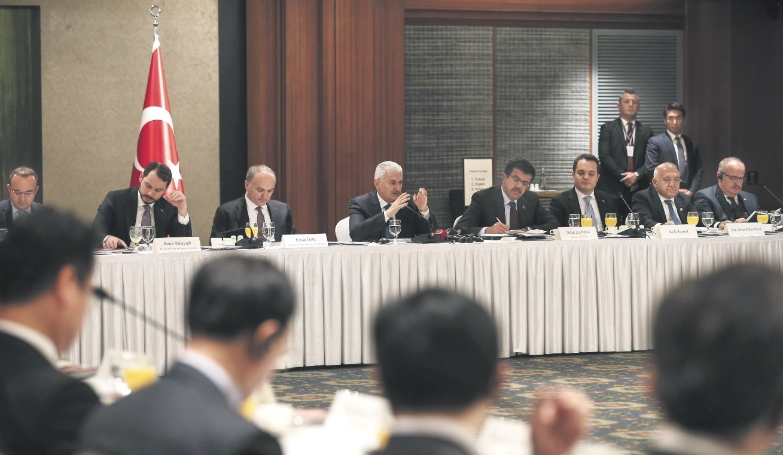 Prime Minister Yu0131ldu0131ru0131m, third from left, addresses senior executives from South Korean companies, Seoul, South Korea, Nov. 5.