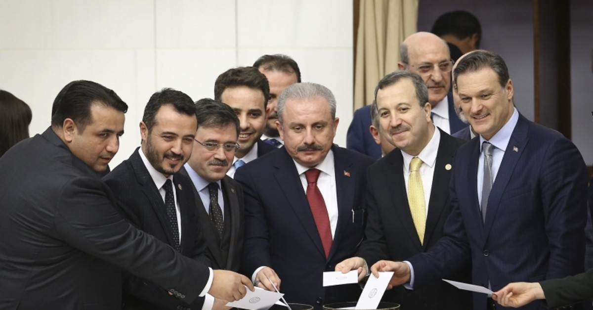 AK Party's Parliament Speaker candidate Mustafa u015eentop (center) casts his vote at the Grand National Assembly of Turkey on Sunday, Feb. 24, 2019 (AA Photo)