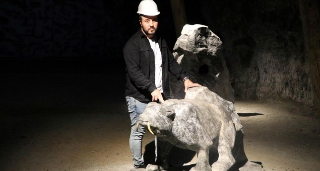 مغارة تركية أثرية تعرض للزائرين تماثيل من الملح