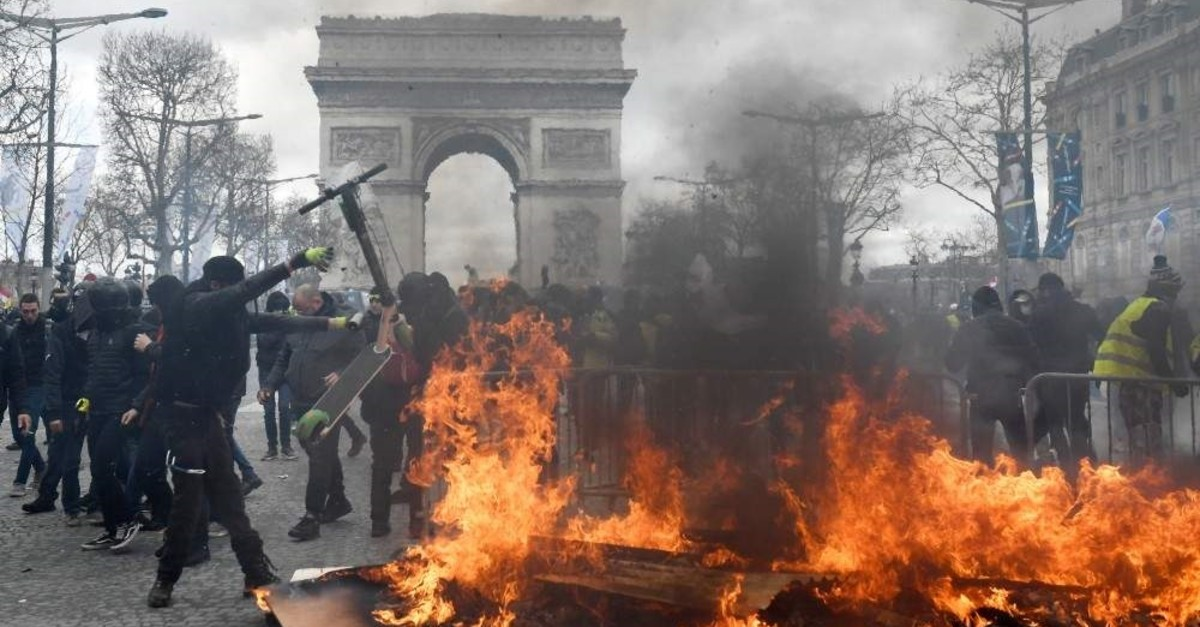 Yellow vest protesters face police forces as clashes erupt at the Champs Elysees, Paris, Mar. 16, 2019. (EPA Photo)