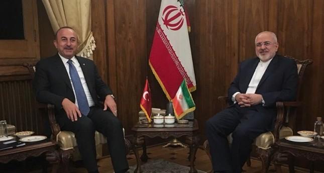 تشاوش أوغلو يلتقي نظيره الإيراني في طهران استعداداً للقمة الثلاثية