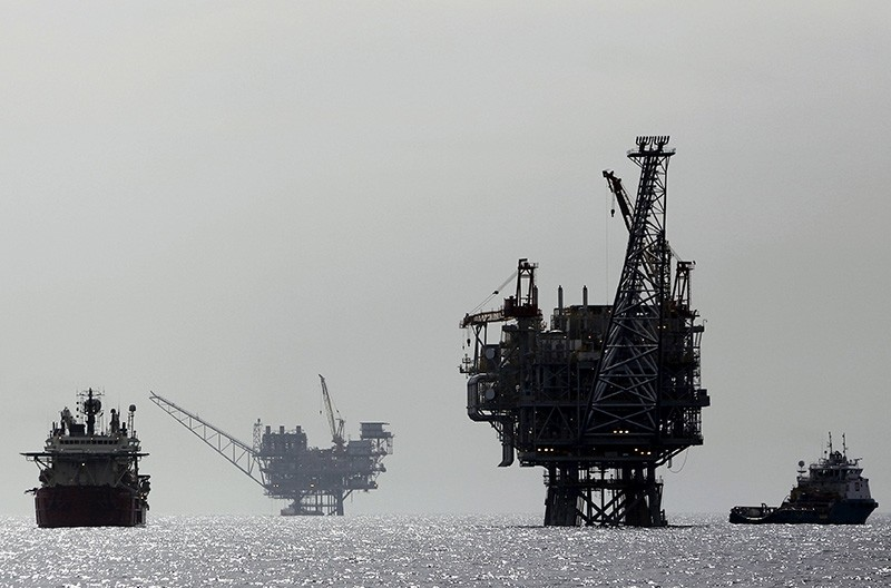 An Israeli gas platform, controlled by a U.S.-Israeli energy group, is seen in the Mediterranean sea, west of Israel's port city of Ashdod, February 25, 2013. (Reuters Photo)