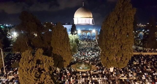 المسجد الأقصى يحتضن نحو 400 ألف مصل في ليلة القدر