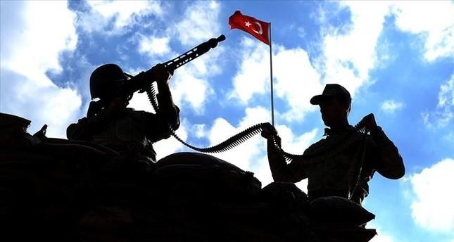 5 إرهابيين من بي كا كا يسلمون أنفسهم لقوات الأمن التركية