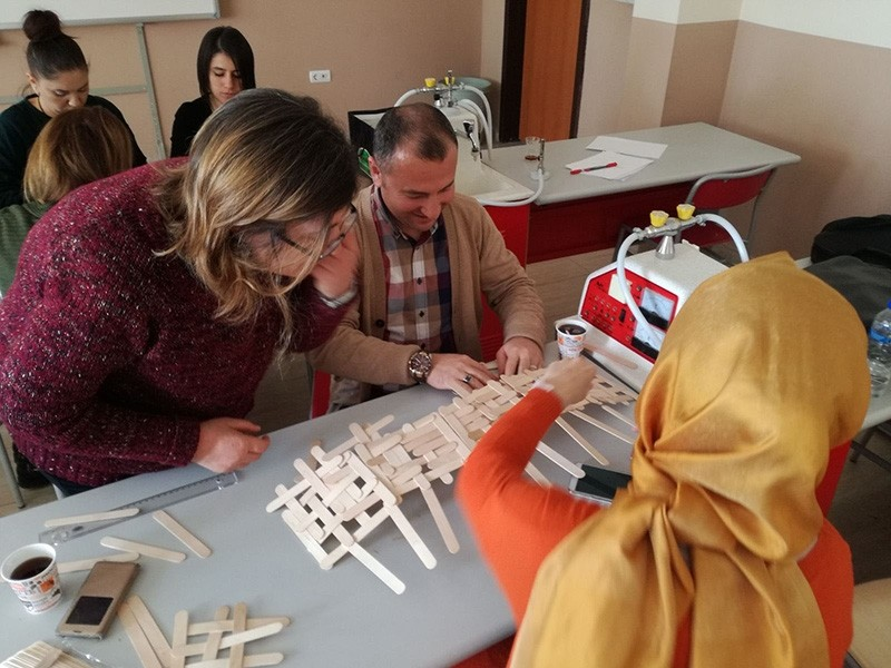 A Turkish student works on a STEM project in Mersin province (DHA Photo)