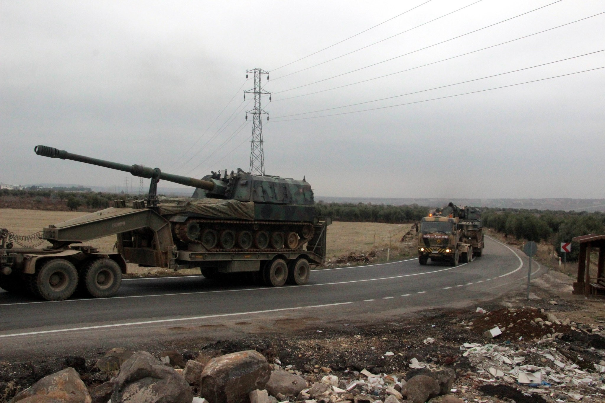 Turkish military vehicles being deployed to the frontier Hatay province. (AA Photo)