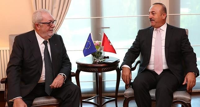 وزير الخارجية التركي مولود جاووش أوغلو مع رئيس الجمعية البرلمانية لمجلس أوروبا، بيدرو أغرامونت (وكالة الأناضول للأنباء)