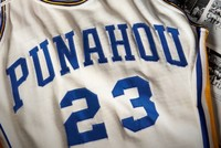 Obama's high school basketball jersey sells for 120,000 dollars
