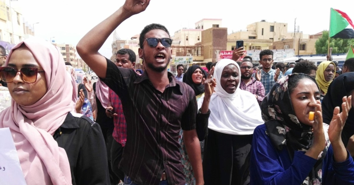 Protesters march during a demonstration called for by the Sudanese Professionals Association (SPA) to denounce killings in Al-Obeid, in Khartoum, Sudan, Aug. 1, 2019. (AFP Photo)