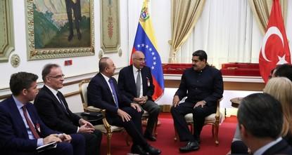 تشاوش أوغلو من كاركاس: تركيا تقف إلى جانب فنزويلا وشعبها