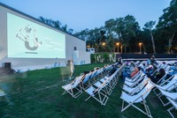 UNIQ Istanbul hosts summer-scented visual pleasure offered under the stars, on the grass. Attracting a great deal of attention by film lovers, the festival will go on throughout summer in...