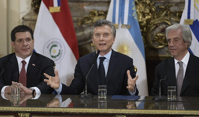 Argentine President Mauricio Macri (C) speaks to press next to his counterparts Horacio Cartes (L) of Paraguay and Tabare Vazquez of Uruguay after holding a meeting at the Casa Rosada presidential palace in Buenos Aires on Oct. 4, 2017. (AFP Photo)
