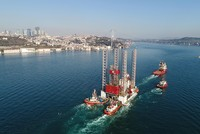 Oil platform sits 5 hours, makes U-turn in Bosporus after failing to clear bridge