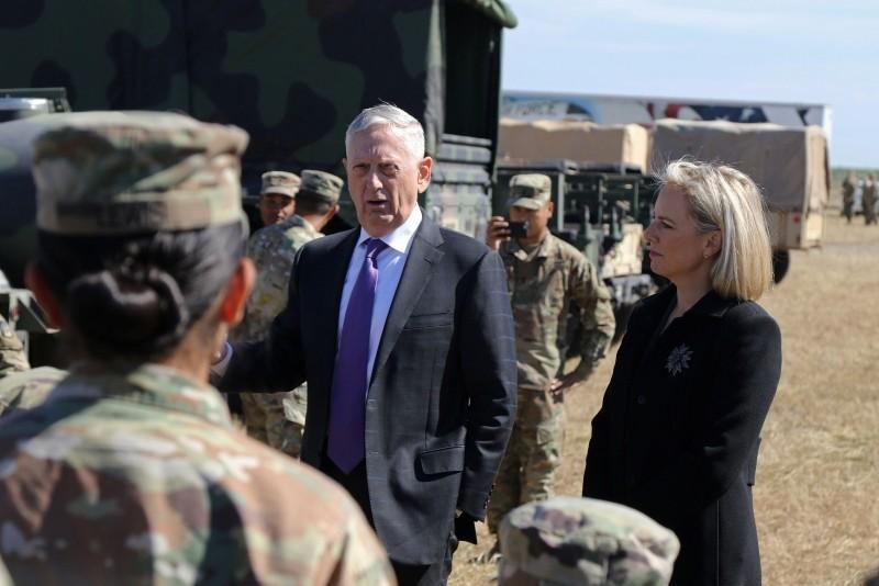 James Mattis, Secretary of Defense, alongside Kirstjen Nielsen (R), US Secretary of Homeland Security, at Base Camp Donna, Texas, on November 14, 2018. (AFP Photo)