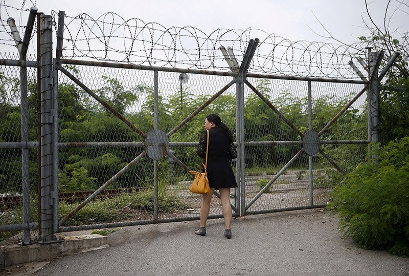 A Chinese tourist looks over a barbed-wire fence at the Imjingak pavilion near the demilitarized zone which separates the two Koreas, in Paju, South Korea, August 21, 2015. (Reuters Photo)
