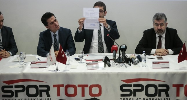 The chairman of the tender commission for Turkey's sole legal sports betting platform Iddia announces a bid during the second phase of bidding in Ankara, Feb. 13, 2019. (AA Photo)