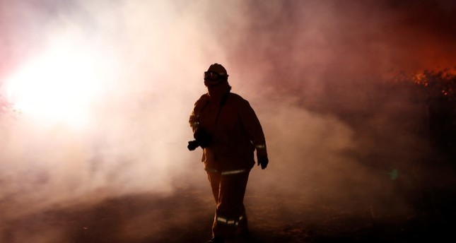 بعد نزوح 200 ألف مواطن.. حاكم كاليفورنيا يعلن حالة الطوارئ بسبب حرائق الغابات