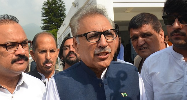 Leader of ruling Pakistan Tehreek-e-Insaf (PTI) party and president candidate Arif Alvi (C) arrives before the president election at the National Assembly in Islamabad on Sept. 4, 2018. (AFP Photo)