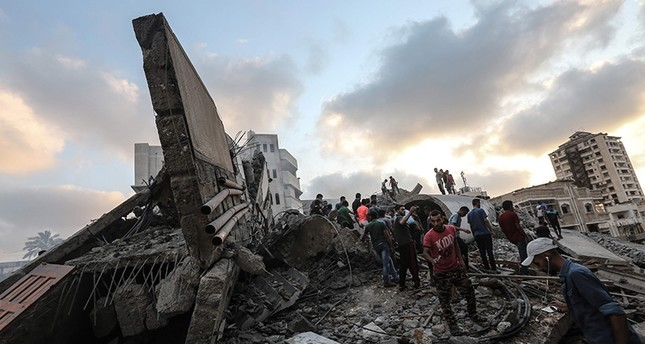 A picture taken on Aug. 9, 2018 shows people inspecting the rubble of a building following an Israeli air strike on Gaza City. (AFP Photo)