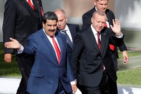 Venezuelan soldiers welcome Erdoğan by singing Turkish national anthem
