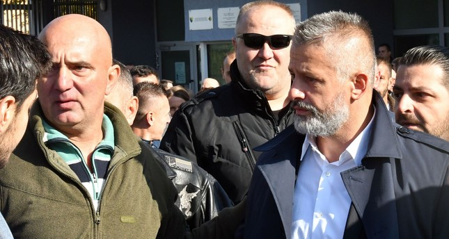 Naser Oric (R), wartime commander of Bosnian Muslim forces in the area of Srebrenica and Bratunac, leaves court in Sarajevo on October 9, 2017. (AFP Photo)