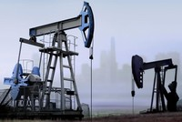 النفط يرتفع 1% بفضل آمال تسوية النزاع التجاري بين أمريكا والصين