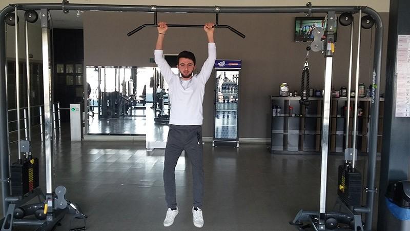 Eyu00fcp Erden works at the gym. Feb. 9, 2017. (IHA Photo)