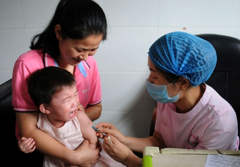 This file photo taken on July 24, 2018 shows a child receiving a vaccination shot at the local disease control and prevention center in Jiujiang in China's central Jiangxi province. (AFP Photo)