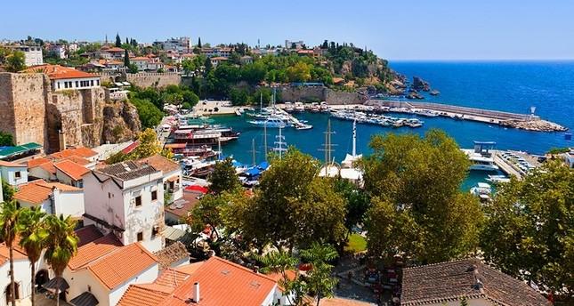 أنطاليا التركية تلقى رواجا كبيرا لدى السياح البريطانيين