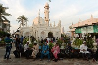 India's famous 15th century Muslim shrine to lift ban on entry to women