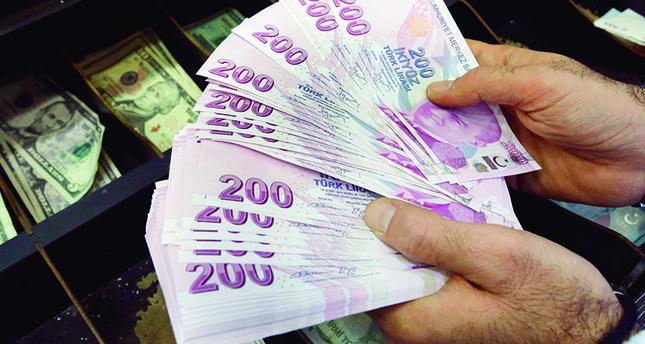 تراجع الليرة التركية أمام الدولار الأمريكي إلى مستوى قياسي