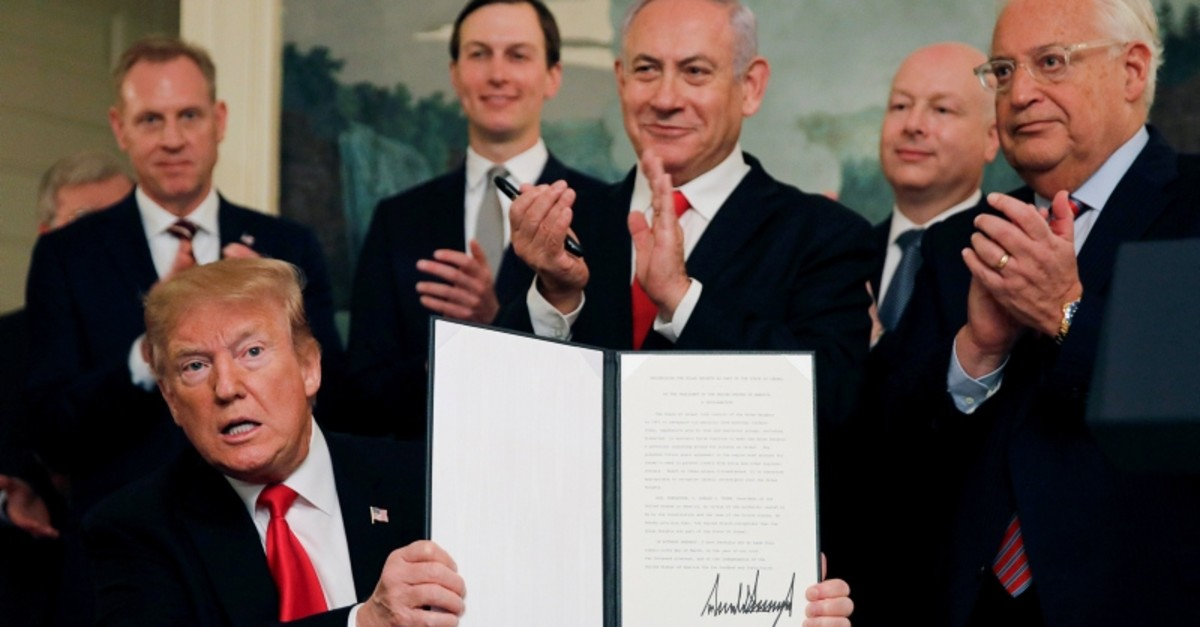 President Trump holds a proclamation recognizing Israel's sovereignty over the Golan Heights as he is applauded by Israel's Netanyahu and others during a ceremony in the Diplomatic Reception Room at the White House, March 25, 2019. (REUTERS Photo)