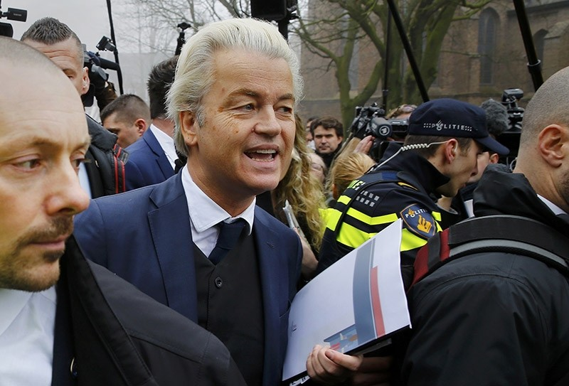 Dutch far right Party for Freedom (PVV) leader Geert Wilders campaigns for the 2017 Dutch election in Spijkenisse, a suburb of Rotterdam, Netherlands, Feb. 18, 2017. (Reuters Photo)