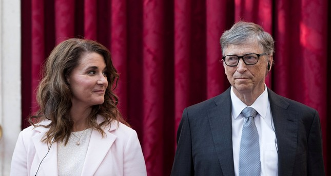Bill Gates (R) and his wife Melinda listen to the speech by French President Francois Hollande at the Elysee Palace in Paris, France, April 21, 2017. (REUTERS Photo)