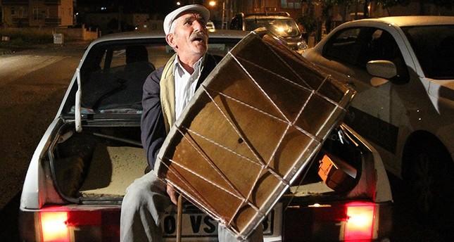 تركيا تستيقظ على صوت مسحراتي رمضان في أول ليالي الشهر الفضيل