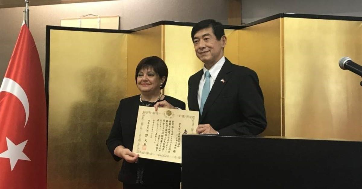 Japanese Ambassador to Ankara Akio Miyajima presents the award to the head of the association, Zeynep Erencan, Ankara, Nov. 8, 2019. (PHOTO BY D?LARA ASLAN)