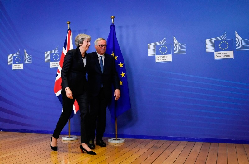 British Prime Minister Theresa May and EU Commission President Jean-Claude Juncker leave after a press briefing during a meeting at the EU Headquarters in Brussels on November 21, 2018. (AFP Photo)