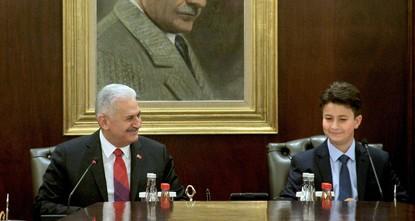 pMinisterpräsident Binali Yıldırım übergab am Sonntag seinen Sitz einem Schüler zu Ehren des 23. April Kindertag und Tag der Nationalen Souveränität./p  pYağız Keçe, ein Fünftklässler, nahm den...