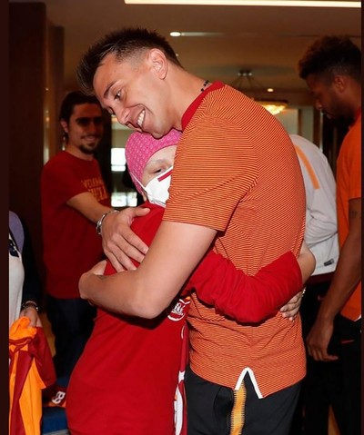Demirduman gets a hug from Galatasaray goalkeeper Fernando Muslera. (DHA Photo)