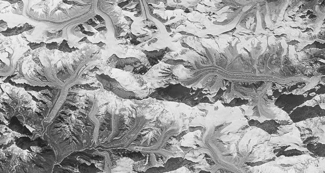 This Jan. 3 1976 photo made by the National Reconnaissance Office shows Mount Everest at center. (AP Photo)